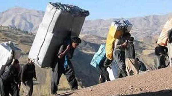 در کردستان اگر کولبران کشته نشوند، زود پیر میشوند