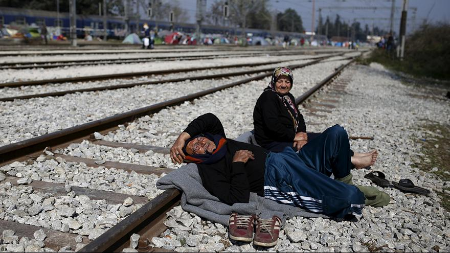 Desperation in Idomeni - false information spreads about new route to western Europe