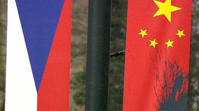Prag'da Çin protestosu: 12 gözaltı
