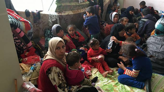 Iraqi families flee Mosul amid army offensive to retake city