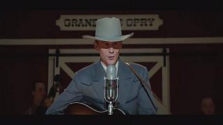 """I Saw the Light"" retrata a vida do artista de música country Hank Williams"