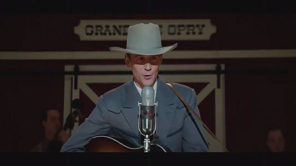 "Hiddleston takes on Hank Williams in ""I saw the light"""