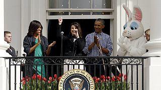 Obama yumurta yuvarladı