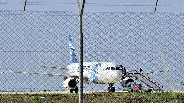 """L'aereo Egypt Air è stato dirottato a Cipro per """"motivi personali"""""""