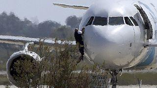 Zypern - Flugzeugentführung unblutig beendet, Entführer gibt auf