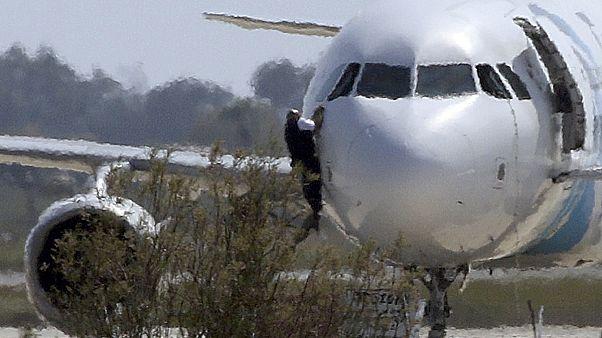 خاطف طائرة مصرية يسلم نفسه في لارنكا