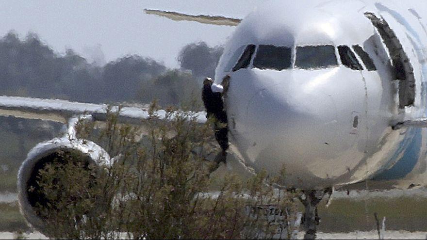 Acaba el secuestro del avión de EgyptAir en Chipre