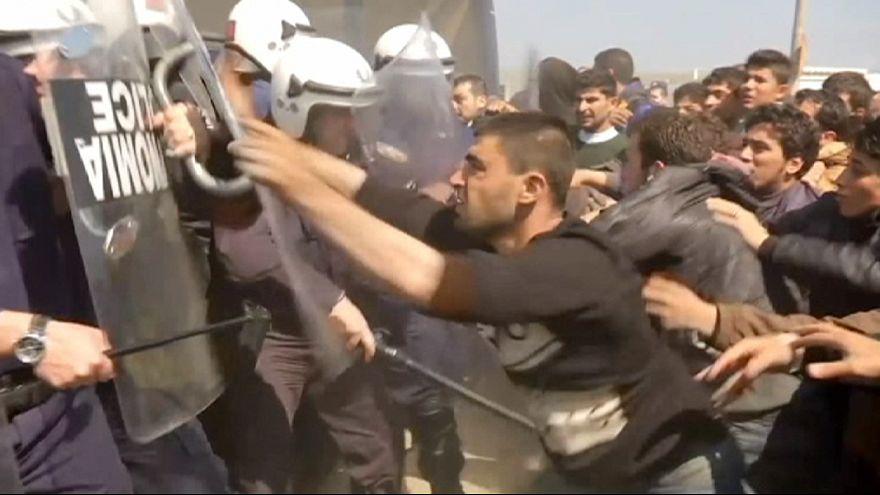 Choques con la policía griega en el campo de refugiados de Idomeni
