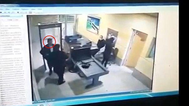 La vidéo du pirate de l'air, passant les contrôles au départ d'Alexandrie