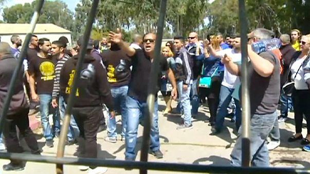 همبستگی شماری از جوانان اسرائیلی با سرباز متهم به قتل یک فلسطینی زخمی