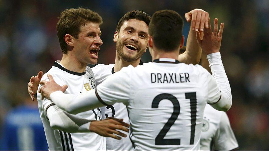 Freundschaftsspiele, Schweigeminuten und Deutschlands 4:1 gegen Italien