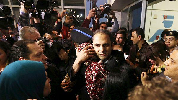 ركاب الطائرة المصرية المخطوفة إلى قبرص يعودون إلى مصر والخاطف يسلم نفسه