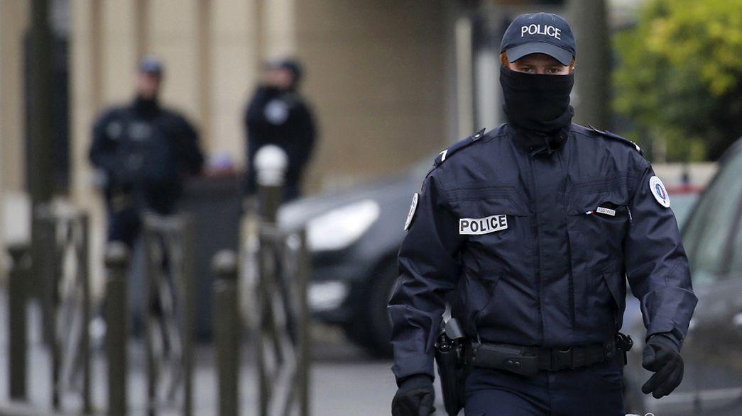 EM-Testlauf am Pariser Fußballstadion: Rund 1800 Sicherheitkräfte bei Frankreich-Russland-Partie