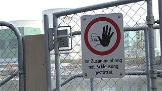 """Швейцария обеспокоена """"дырами"""" в старейшей АЭС"""