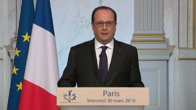 Hollande renonce à réviser la Constitution