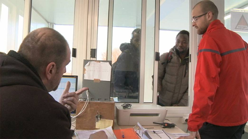 Охранные компании зарабатывают на мигрантах