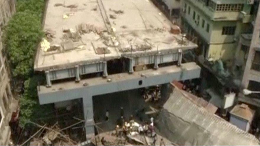 Legalább tizennégyen meghaltak, amikor összedőlt egy felüljáró az indiai Kalkuttában