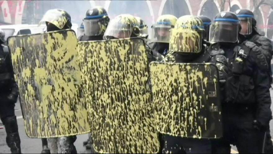 France: Clashes as students march against labour reforms