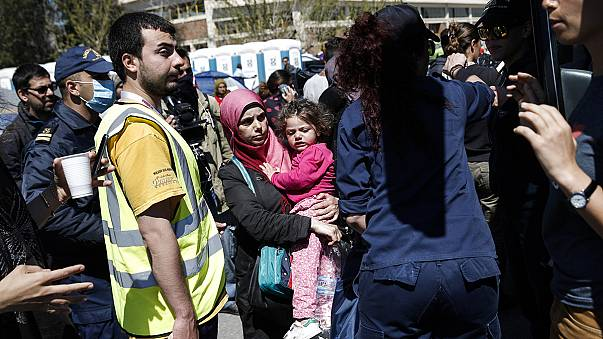 اليونان تستعد لترحيل مهاجرين وفقا لاتفاق بين الاتحاد الاوروبي وتركيا