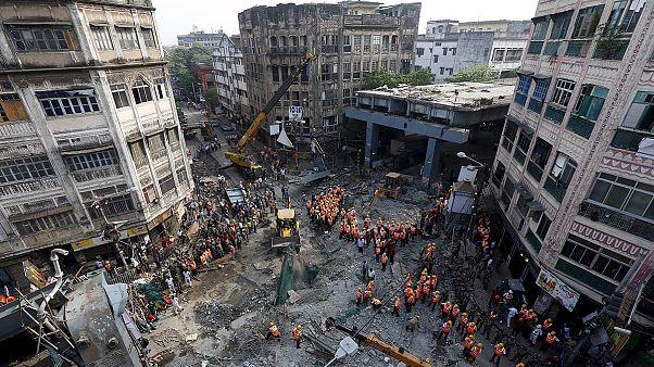 Aumenta a 23 el número de fallecidos en el derrumbe de un puente en Calcuta