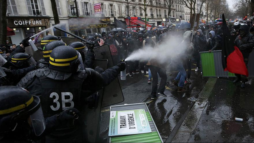 Paris'te çalışma reformuna protesto