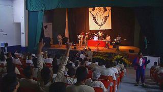 زندانیان مکزیکوسیتی گروه راک تشکیل دادند