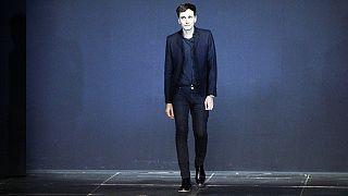 El modisto francés Hedi Slimane deja Yves Saint-Laurent