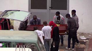 Erschreckende Bilder vor einer Leichenhalle in Angola