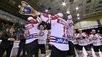 Hockey: HC Donbass campione ucraino senza stadio