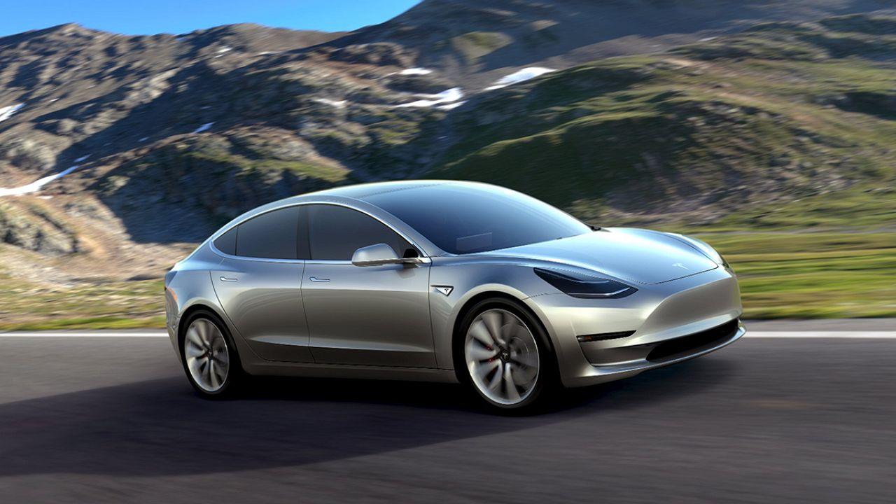 پرده برداری از مدل جدید شرکت خودروسازی «تسلا موتورز»
