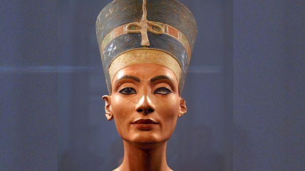 ادامه تلاش باستان شناسان برای یافتن بقایای ملکه نفرتیتی همسر فرعون مصر