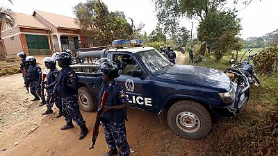 Uganda police to withdraw from Besigye's home
