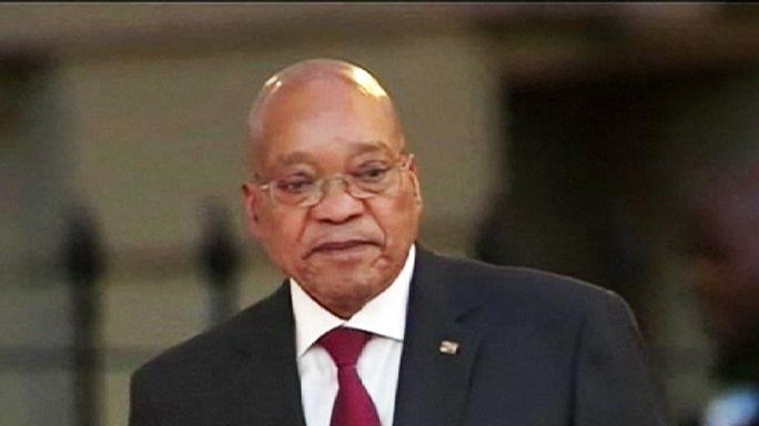 A dél-afrikai elnök elismerte, hogy hibázott, de marad a posztján