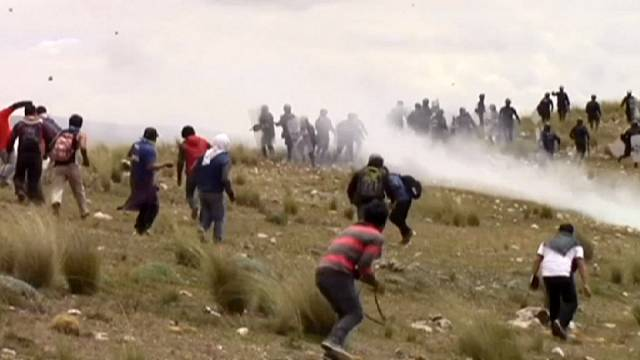 Violent clashes between police and protesters in Peru over unopened university