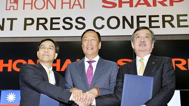 """Sharp продала 66% своих акций тайваньскому производителю """"Айфонов"""""""