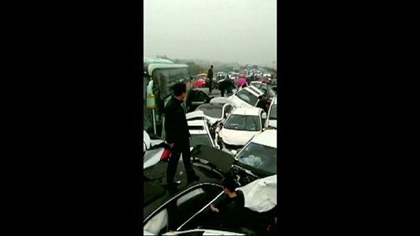 Tömeges baleset egy kínai autópályán