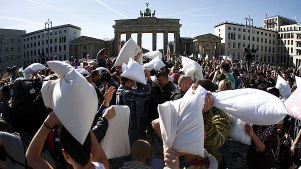 Mundo celebra dia internacional de luta de Almofadas