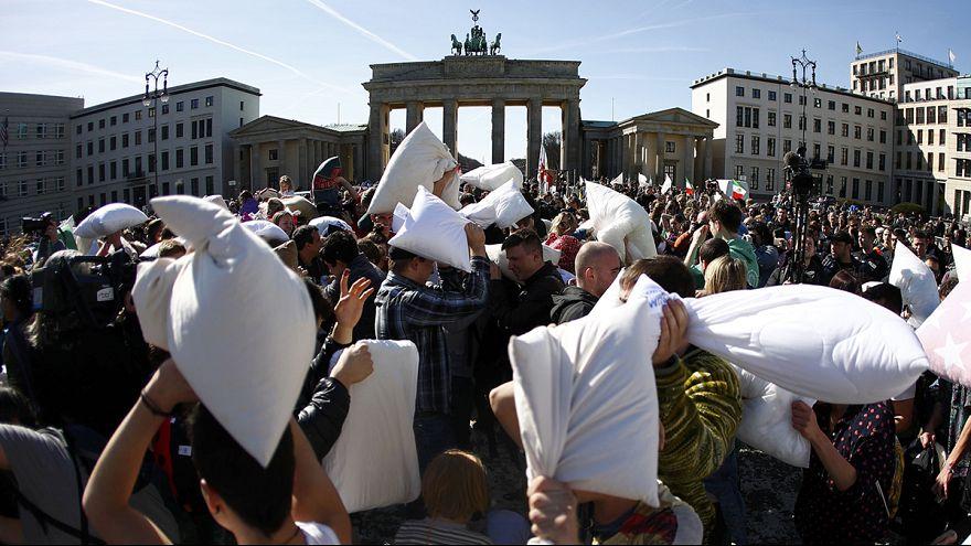 Federn frei - Internationaler Tag der Kissenschlacht