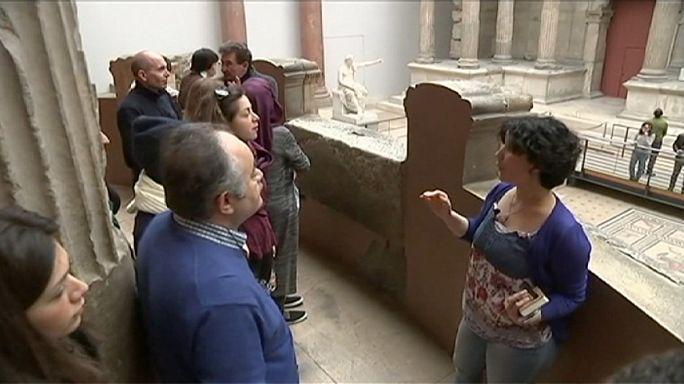 Almanya'da mülteci rehberliğinde müze turu