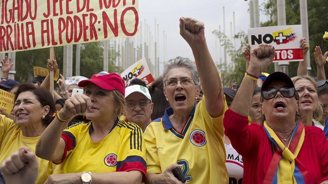 Milhares manifestam-se na Colômbia contra o processo de paz com as FARC