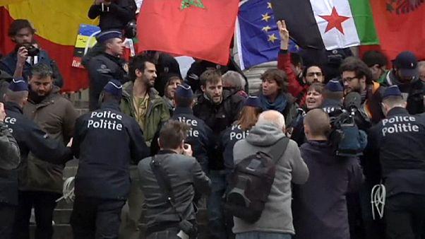 La polizia belga disperde alcuni manifestanti di sinistra