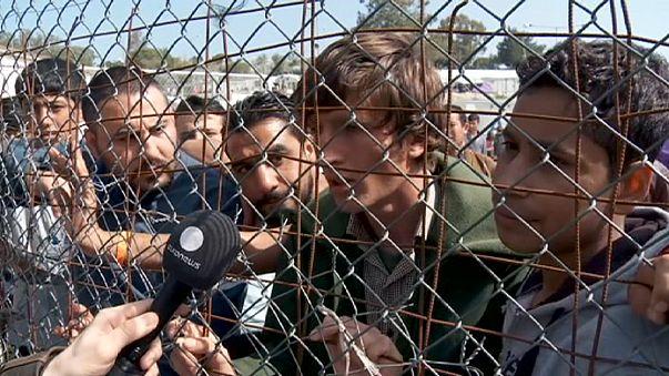 Decenas de refugiados en la isla de Lesbos muestran su rechazo a ser devueltos a Turquía