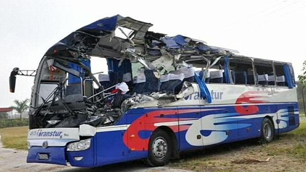 Kubanischer Reisebus mit deutschen und österreichischen Touristen verunglückt.