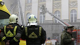 حريق في المبنى القديم لوزارة الدفاع الروسية