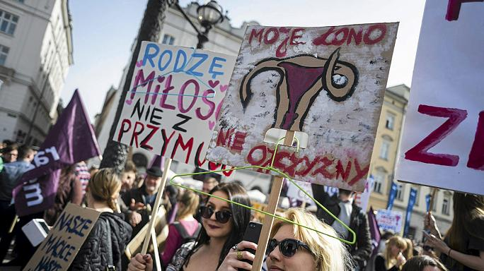 Polish pro-choice protesters rally against abortion ban