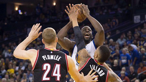 Los Warriors ganan a Portland y siguen acercándose al récord de los Bulls