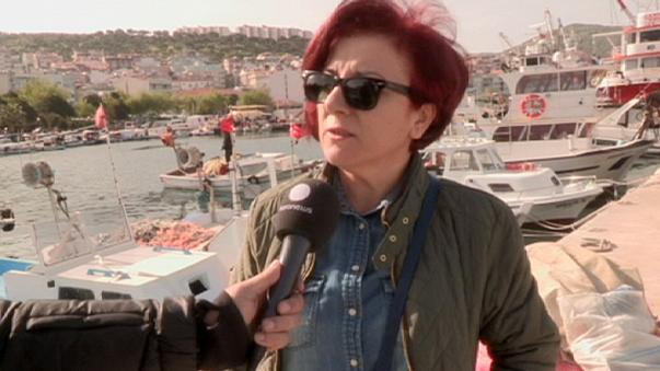 Llegan a la pequeña localidad turca de Dikili los primeros ferris con refugiados expulsados de Grecia