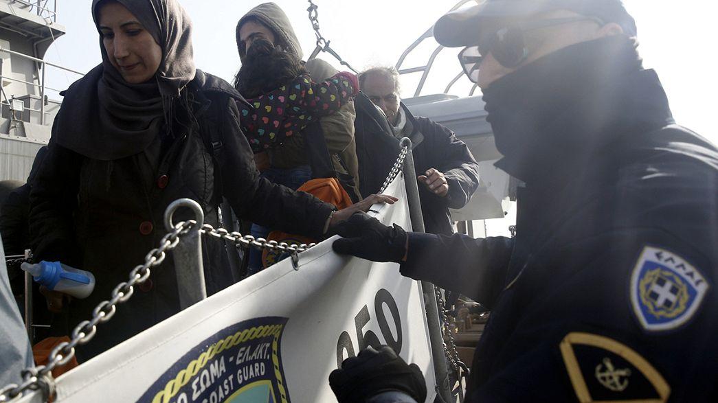 Греция: первых мигрантов отправили в Турцию