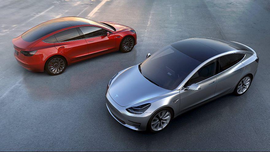 Tesla : les commandes de la Model 3 s'envolent