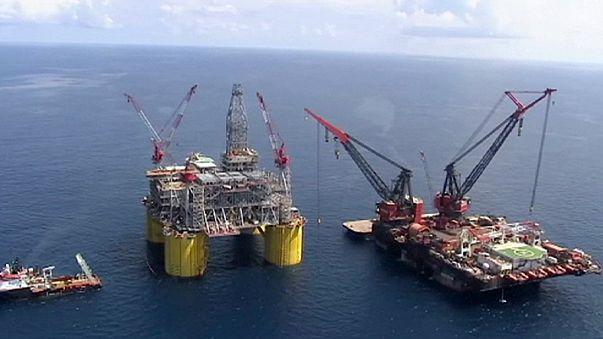 El petróleo, a la baja después de que Riad aleje las esperanzas de que se congele la producción